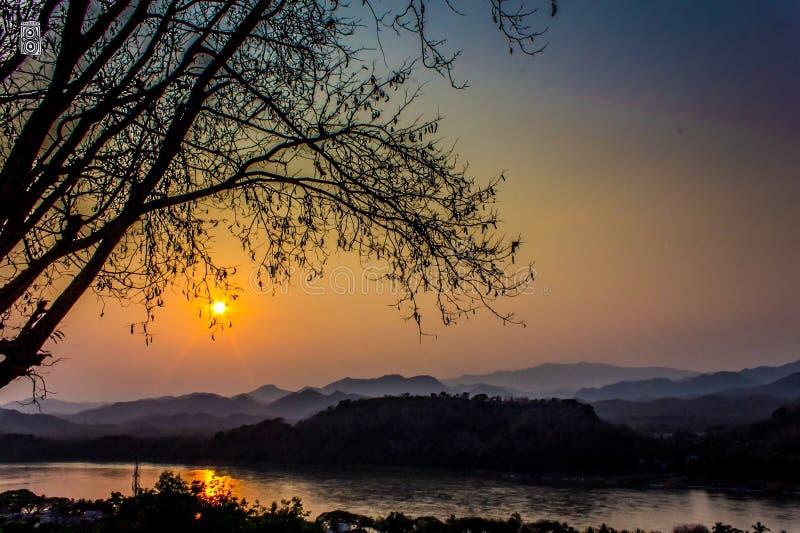 Por do sol em Luang-Prabang foto de stock