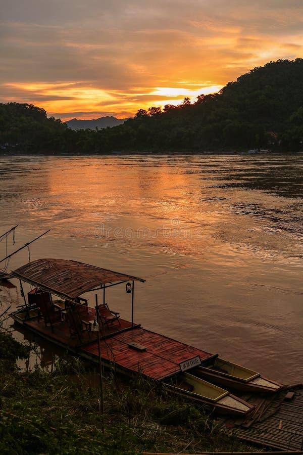 Por do sol em Luang Prabang fotografia de stock royalty free
