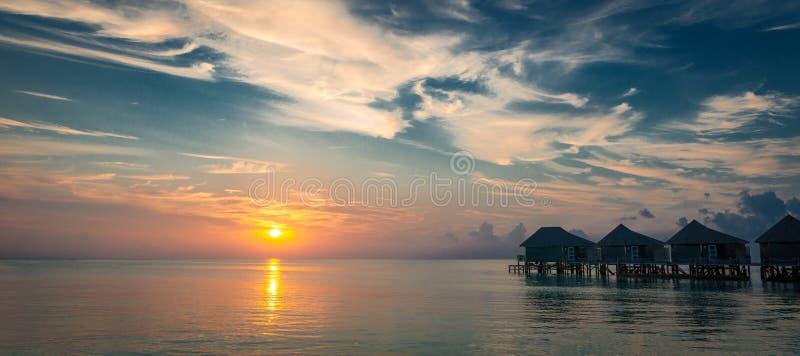 Por do sol em Maldivas imagem de stock