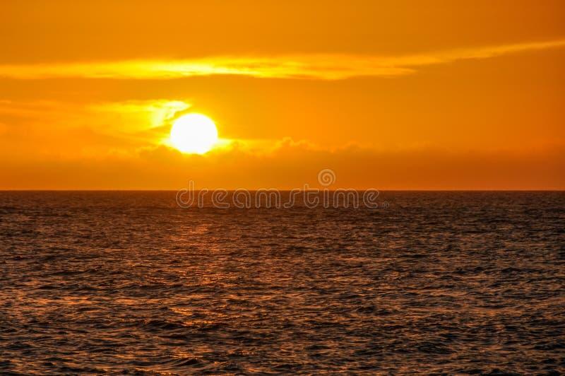 Por do sol em Mana Island em Fiji imagem de stock royalty free