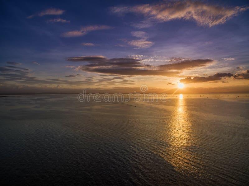 Por do sol em Manila, Filipinas Bay City, Pasay foto de stock
