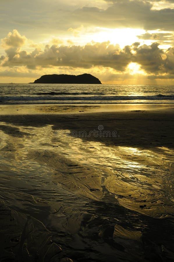 Por do sol em Manuel Antonio, Costa Rica fotografia de stock royalty free