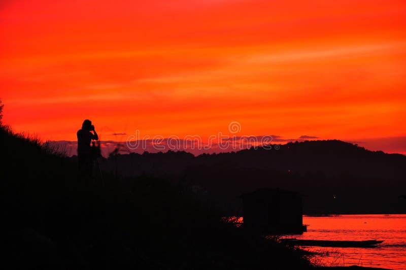 Por do sol em Mekong River. imagens de stock