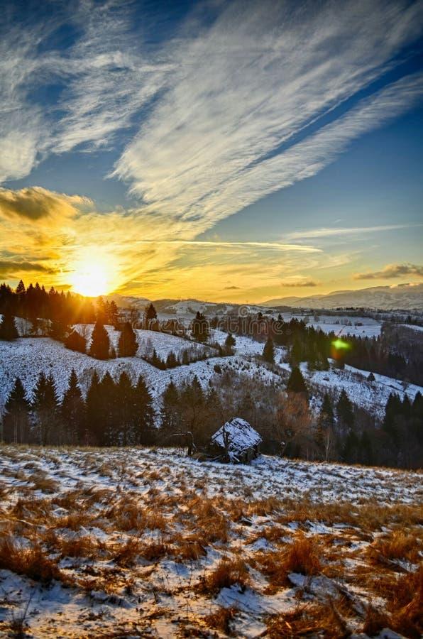 Por do sol em montanhas carpathian fotos de stock
