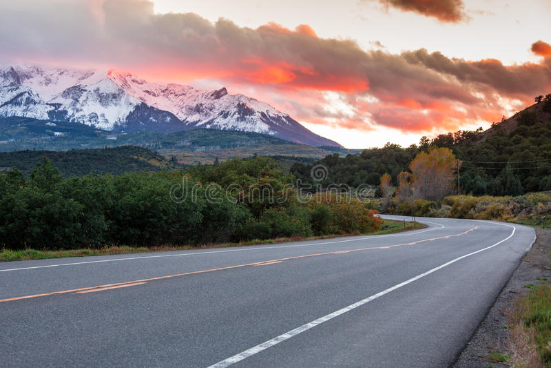 Por do sol em montanhas de Colorado imagem de stock