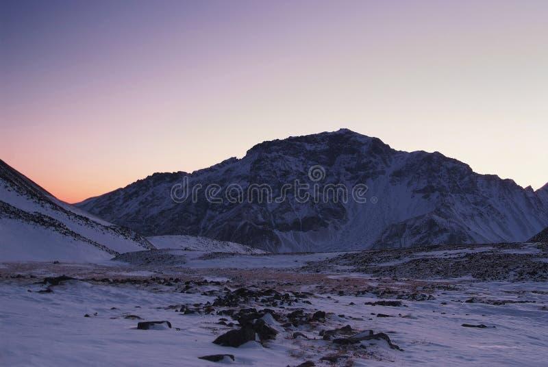 Por do sol em montanhas orientais de Sayan. Altai. fotos de stock royalty free