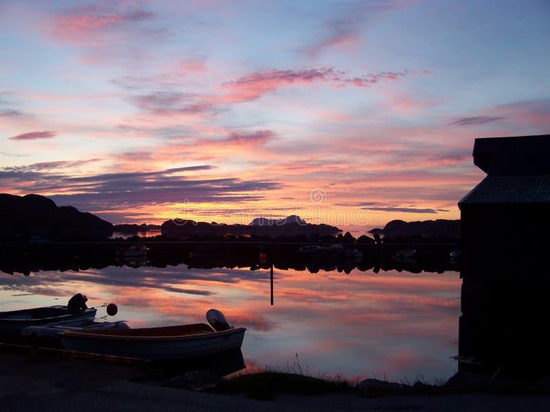 Por do sol em Noruega foto de stock