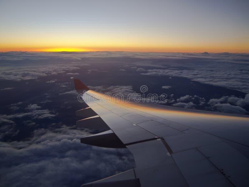 Por do sol em 33.000 pés imagens de stock royalty free