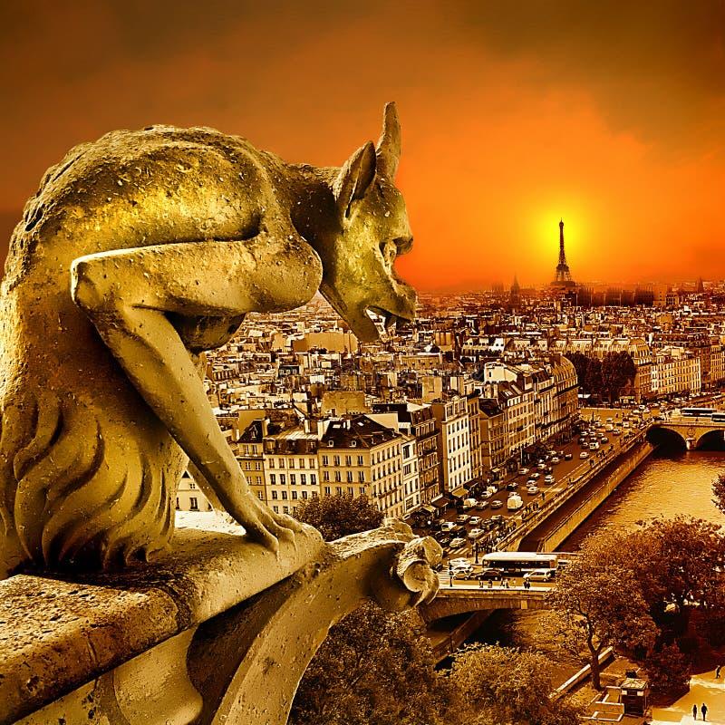 Por do sol em Paris imagens de stock royalty free