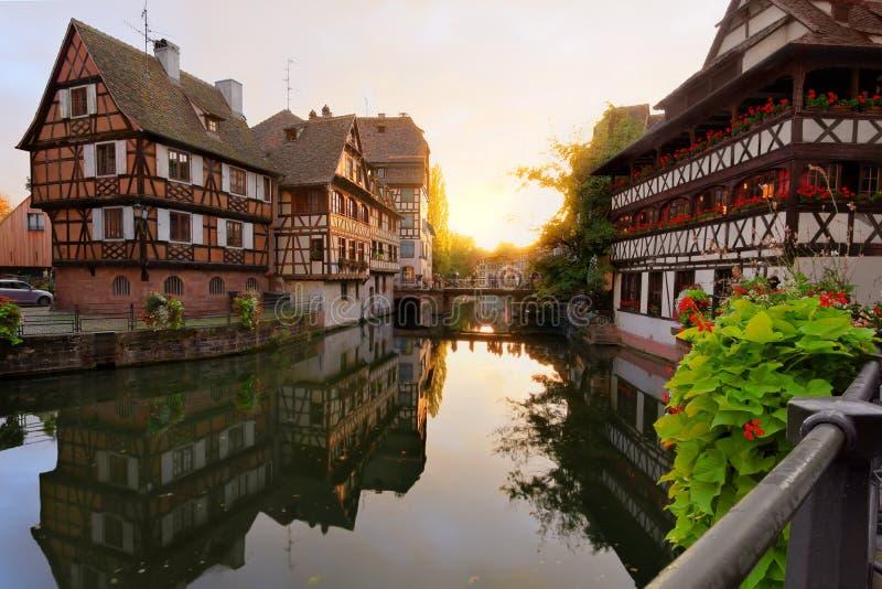 Por do sol em Pequeno-France, Strasbourg, France imagem de stock royalty free