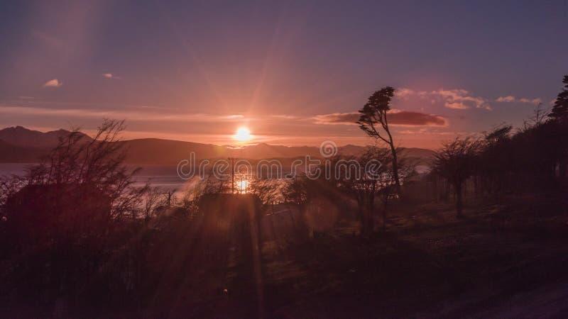 Por do sol em Puerto Williams fotografia de stock