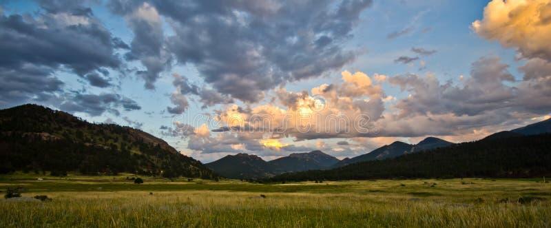Por do sol em Rocky Mountain National Park em Colorado fotografia de stock royalty free
