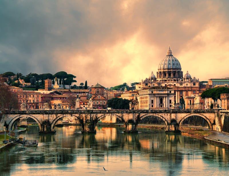 Por do sol em Roma imagem de stock