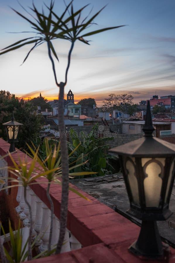 Por do sol em Santa Clara, Cuba imagem de stock