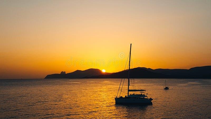 Por do sol em Ses Salines Es Vedra, Ibiza fotos de stock royalty free