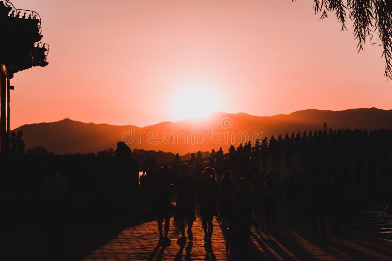 Por do sol em shanghai foto de stock