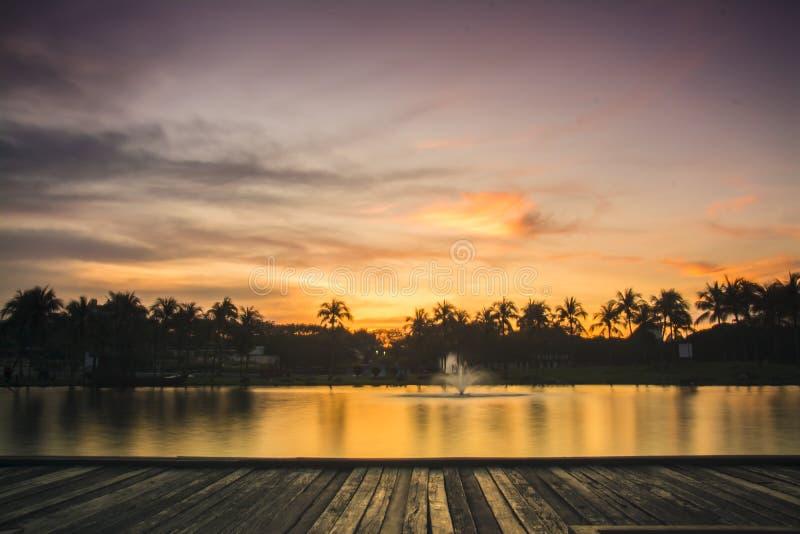 Por do sol em Taman Tasik Shah Alam fotos de stock royalty free