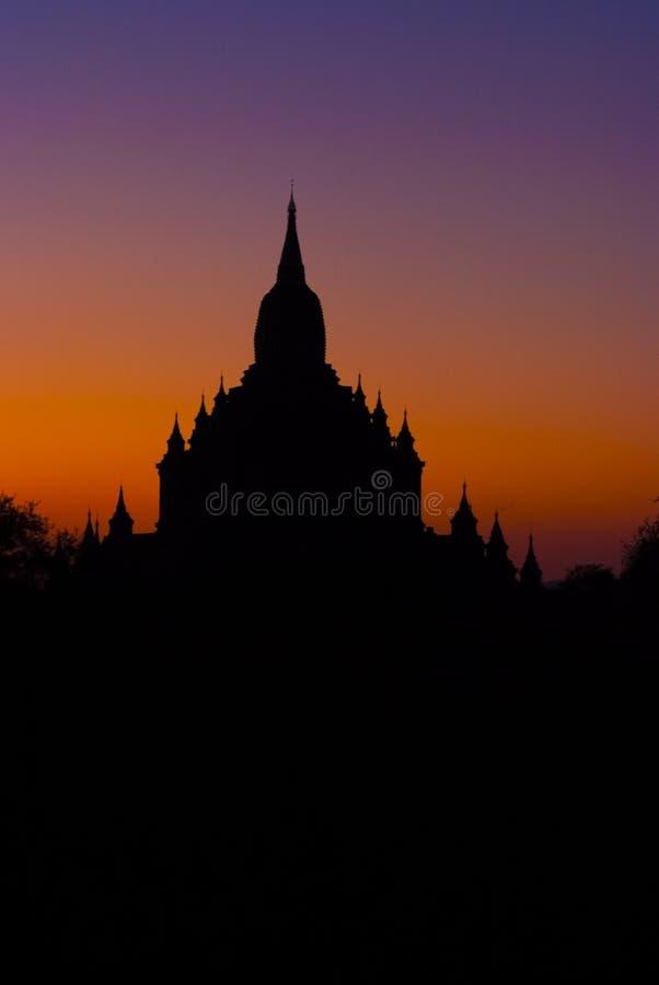 Por do sol em um templo bagan foto de stock royalty free