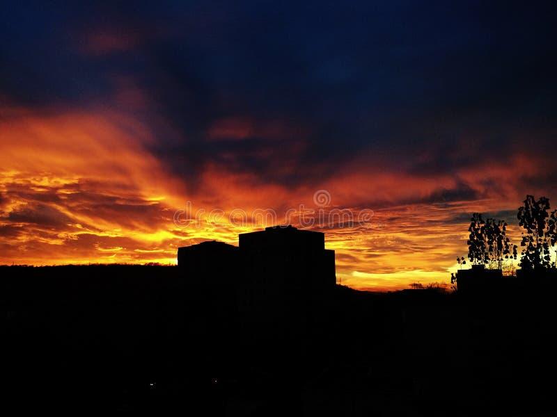 Por do sol escuro fotografia de stock royalty free