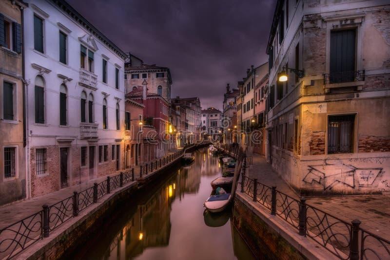 Por do sol escuro em Veneza imagens de stock royalty free