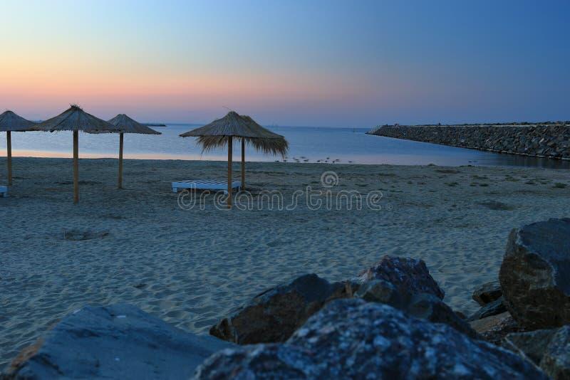 Por do sol final no Mar Negro, Romênia fotografia de stock