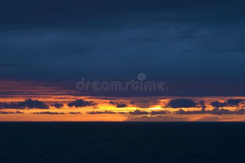 por do sol, Golfo da Biscaia, Oceano Atlântico imagens de stock