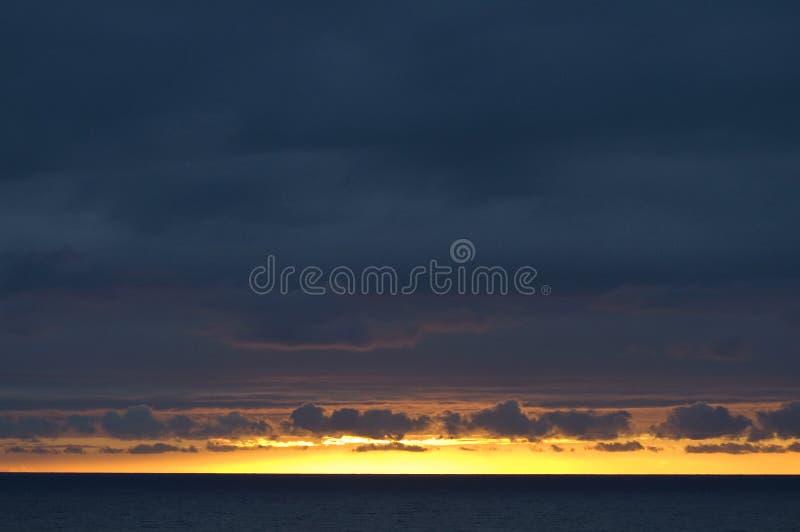 por do sol, Golfo da Biscaia, Oceano Atlântico imagem de stock royalty free