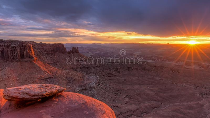 Por do sol grande do ponto de vista de Canyonlands fotos de stock royalty free