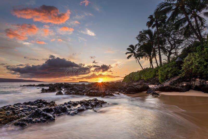 Por do sol havaiano do paraíso fotografia de stock