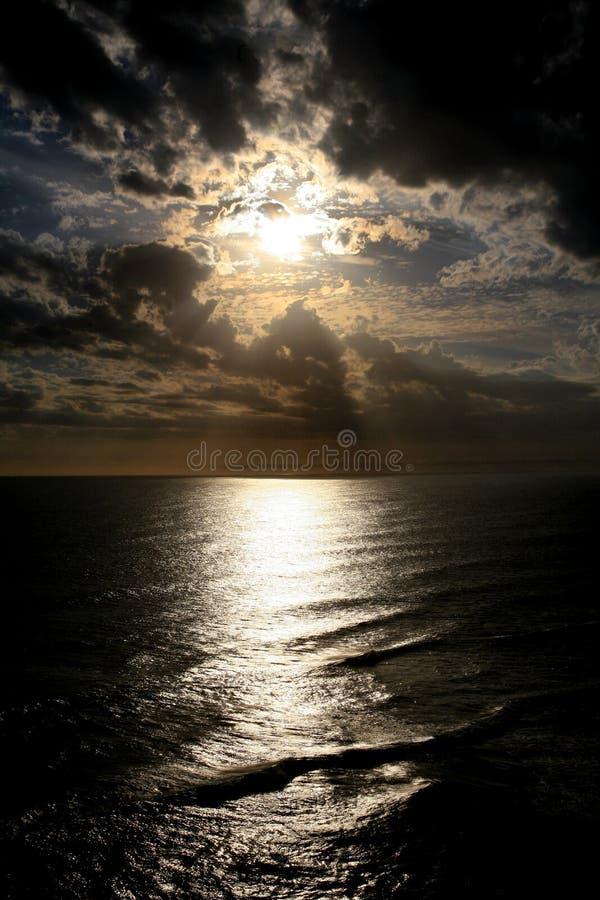 Por do sol impressionante da noite imagens de stock royalty free