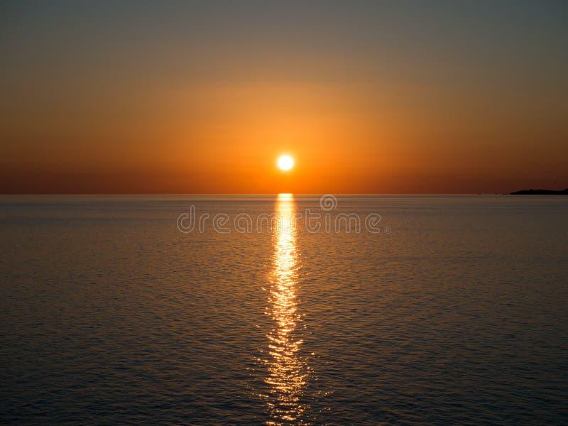 Por do sol italiano sem nuvens fotografia de stock royalty free