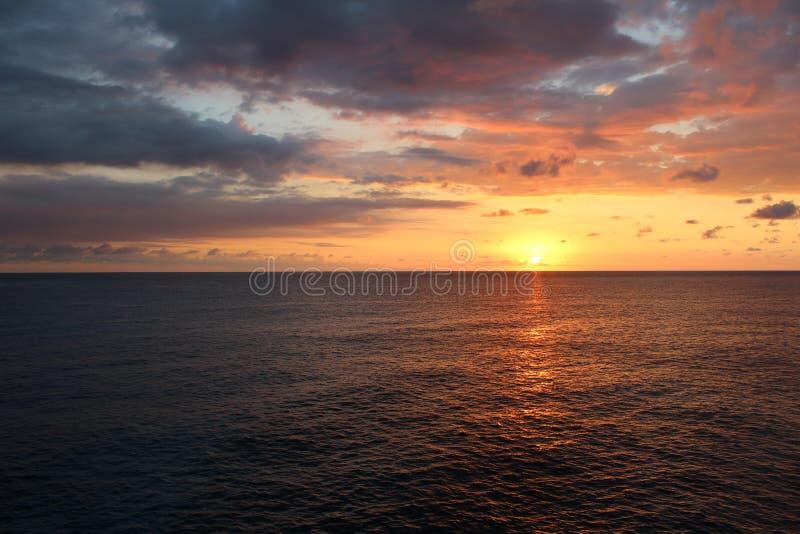 Por do sol jamaicano em Negril fotos de stock