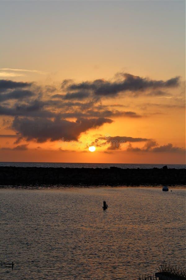 Por do sol do lado do oceano de Portifino Califórnia em Redondo Beach, Califórnia, Estados Unidos fotografia de stock
