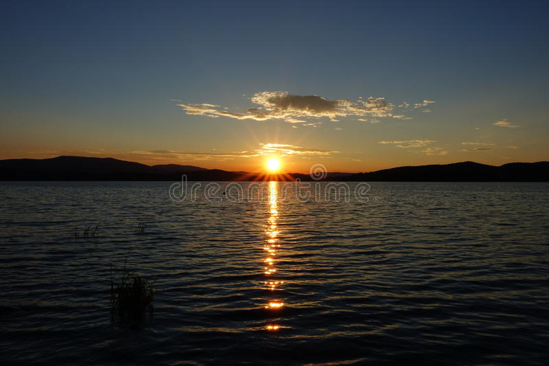 Por do sol, lago Lipno, Checo Republick foto de stock royalty free