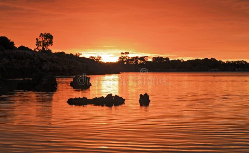 Por do sol listrado do vermelho da baía do SA imagem de stock royalty free