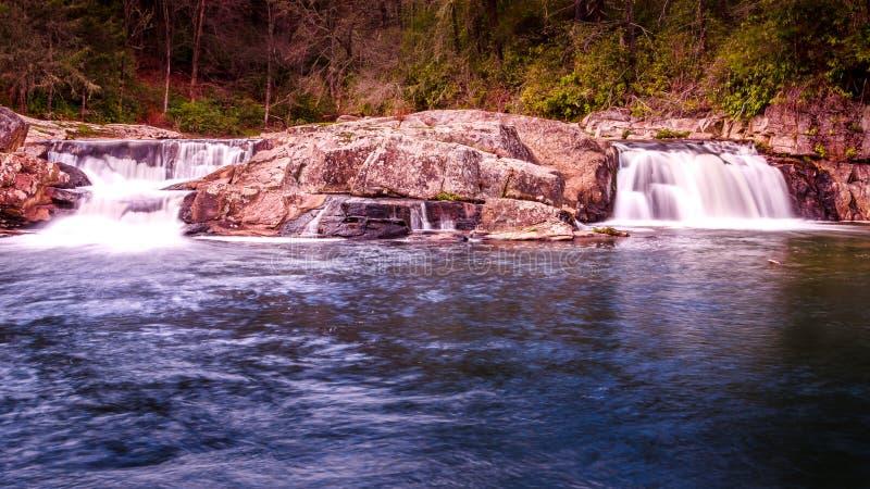 Por do sol longo em quedas do linville, North Carolina da cachoeira da exposição fotografia de stock royalty free