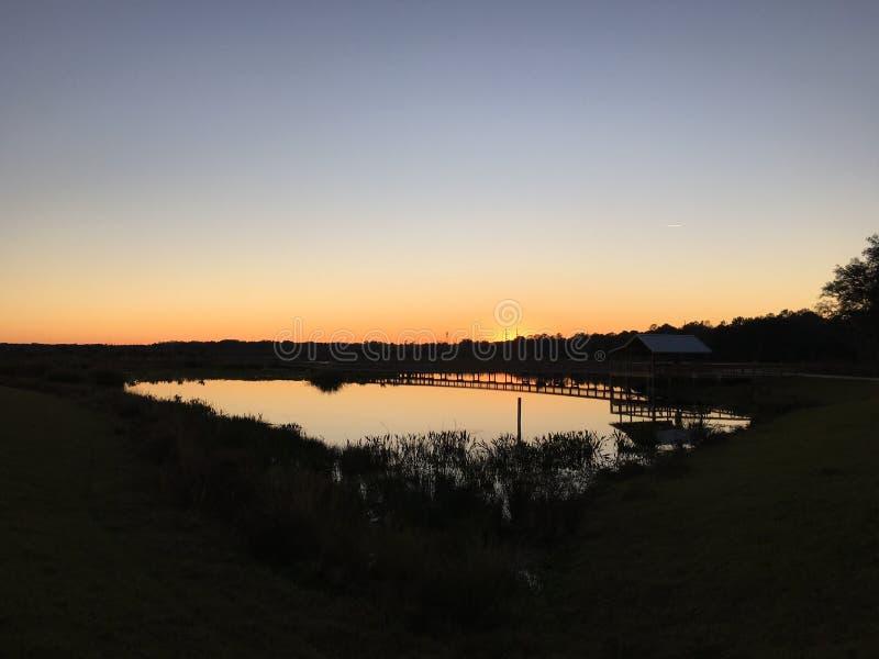 Por do sol na água doce Gainesville foto de stock royalty free