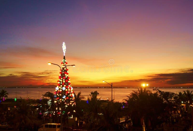 Por do sol na baía de Manila foto de stock royalty free