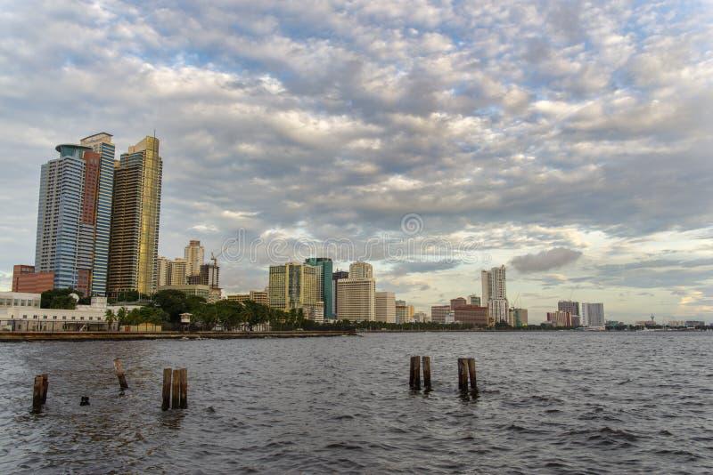 Por do sol na baía de Manila fotografia de stock royalty free