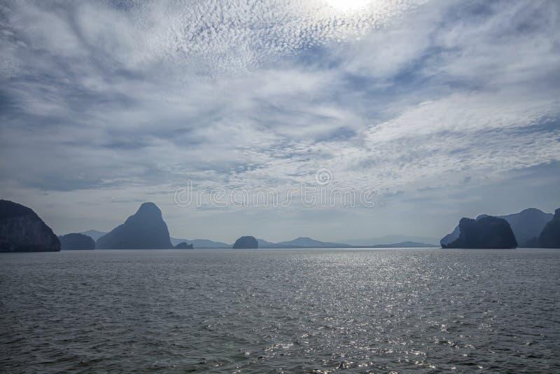 Por do sol na baía de Phang Nga, Tailândia fotos de stock