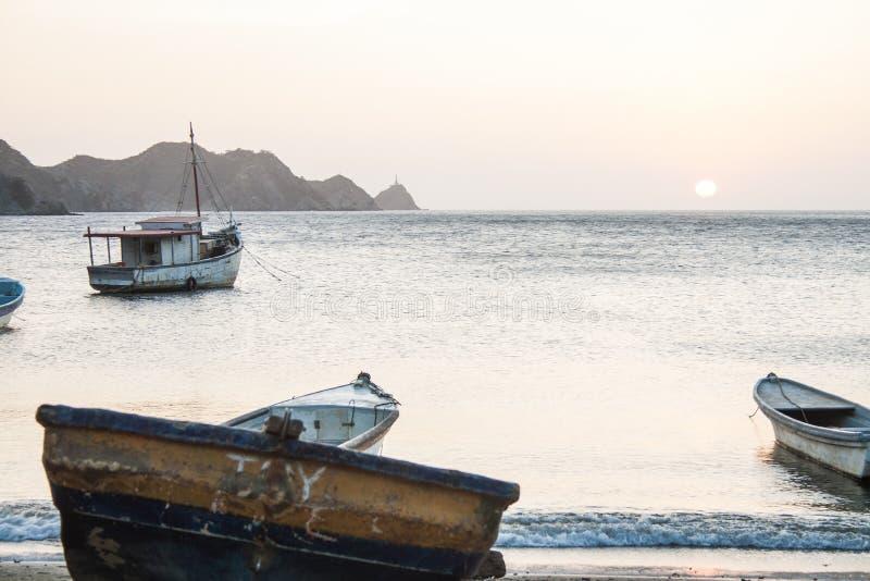 Por do sol na baía de Taganga fotos de stock royalty free