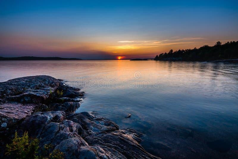 Por do sol na baía Georgian Ontário foto de stock royalty free