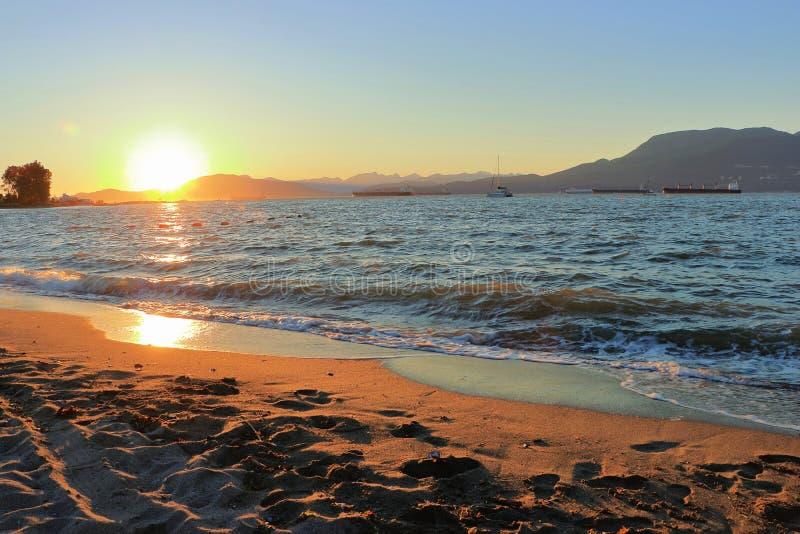 Por do sol na baía inglesa de Jericho Beach, Vancôver, B C imagens de stock royalty free