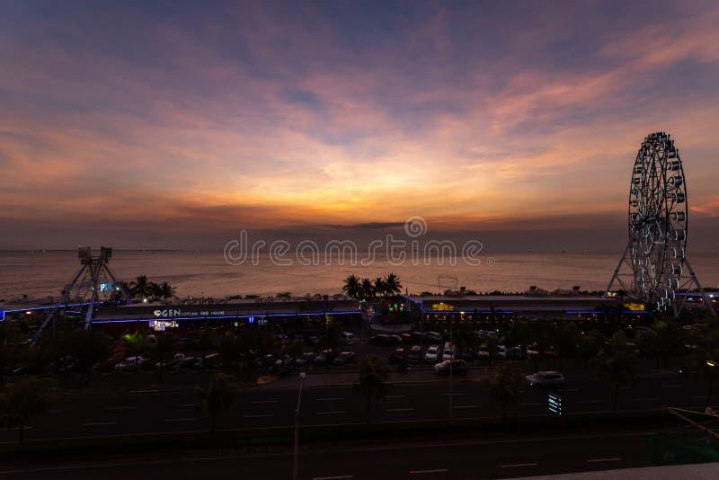 Por do sol na ba?a de Manila fotografia de stock royalty free