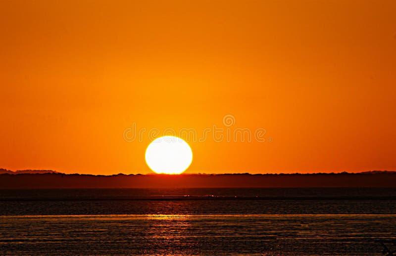 Por do sol na cidade de dezessete setenta Austrália fotografia de stock royalty free