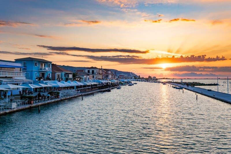 Por do sol na cidade de Lefkada na ilha Grécia de Lefkada fotos de stock royalty free