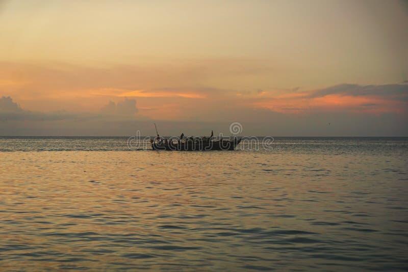 Por do sol na cidade de pedra, Zanzibar, Tanzânia fotos de stock royalty free