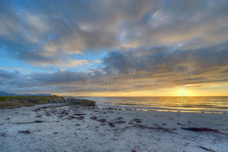 Por do sol na costa de Andoya em Noruega fotos de stock