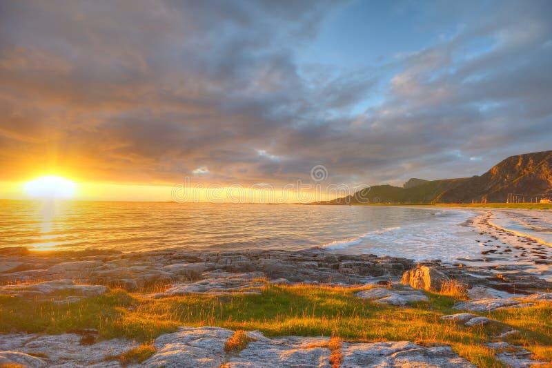 Por do sol na costa de Andoya em Noruega fotos de stock royalty free