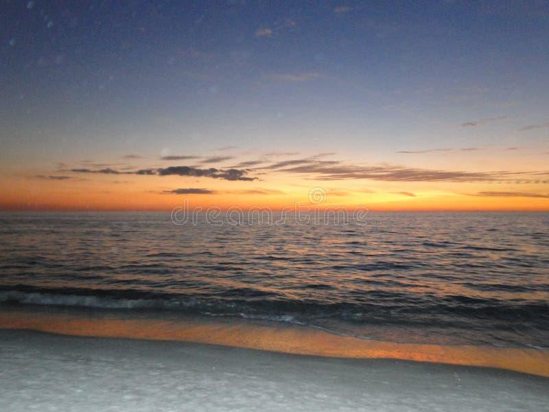 Por do sol na costa do golfo de Florida imagem de stock